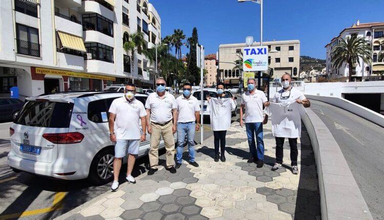 Entrega de la nueva uniformidad a los taxistas sexitanos.