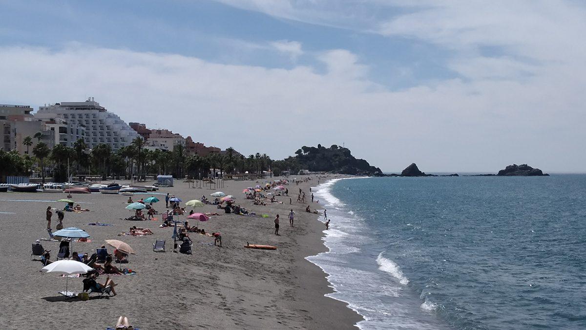 Playa de San Cristóbal en Almuñécar.